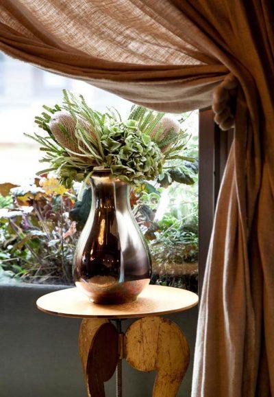 Foto di inerir design con tenda con forme e colore del cioccolato